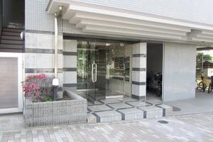 ノバ新宿のエントランス