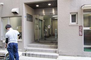 西新宿ローヤルコーポ(松原ビル)のエントランス