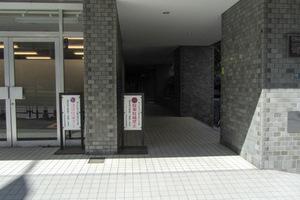 ニューライフ西早稲田のエントランス