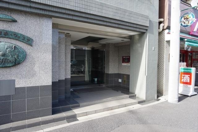 グリフィン横浜ウエスタのエントランス