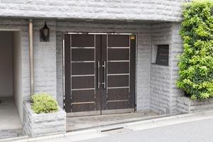 トーシンフェニックス高円寺クアトロのエントランス