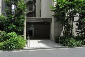 ブランズ西新宿のエントランス