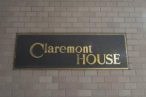 クレアモントハウスの看板