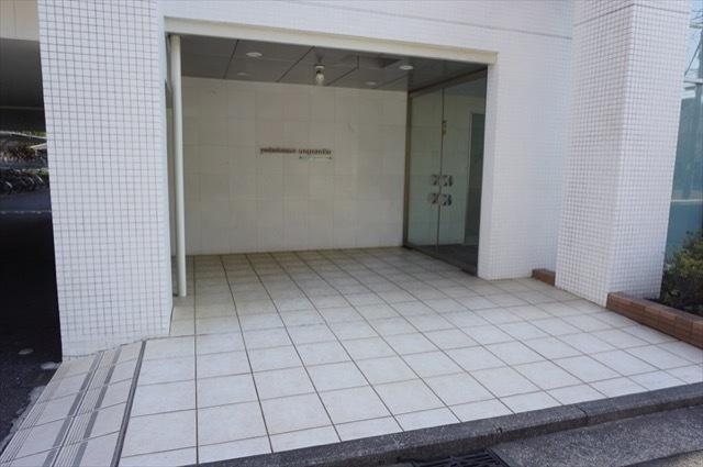 東急ドエルアルス横浜野毛坂のエントランス