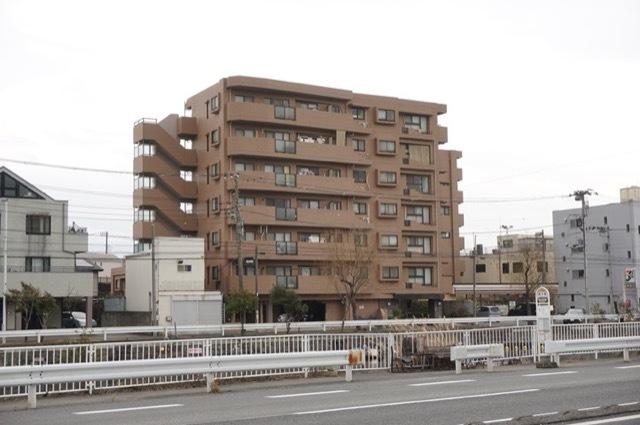 ナイスアーバン横浜根岸の外観