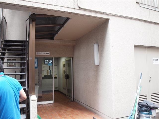 ライオンズマンション東神田のエントランス