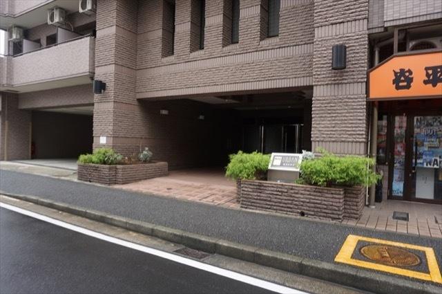 ナイスアーバン横浜駅東館のエントランス