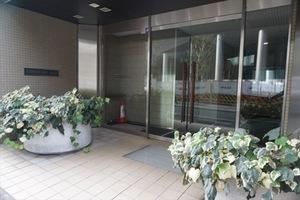 タウンコート三田のエントランス