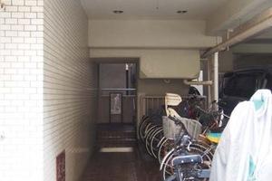 ダイカンプラザ上野2号館のエントランス