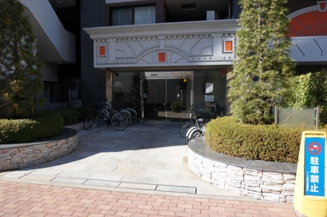 ドメス新横浜のエントランス