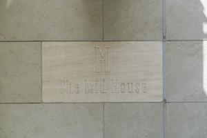 ザミッドハウス新宿御苑の看板