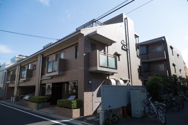 アールヴェール世田谷一丁目駒沢公園通りの外観