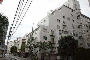 小田急麹町マンションの外観