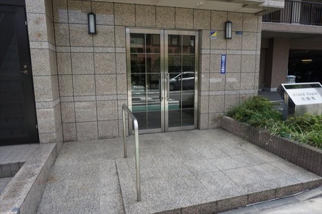 グランイーグル川崎東のエントランス