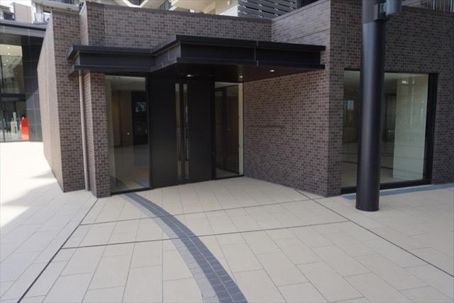 ブリリアシティ横浜磯子(I〜M棟)のエントランス