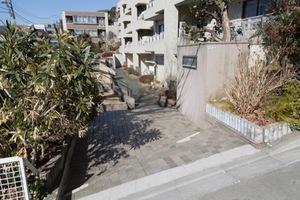 岡本タウンハウスのエントランス