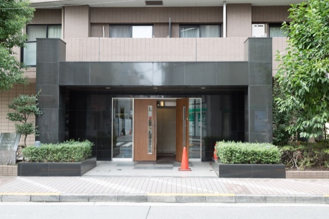 エスタシオン高円寺のエントランス