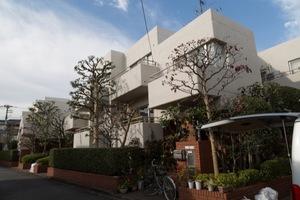 代田ロイアルハウスの外観
