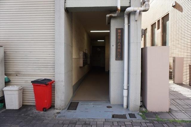 東神奈川共同ビルA棟のエントランス