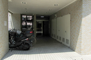 サニーシティ新宿御苑のエントランス