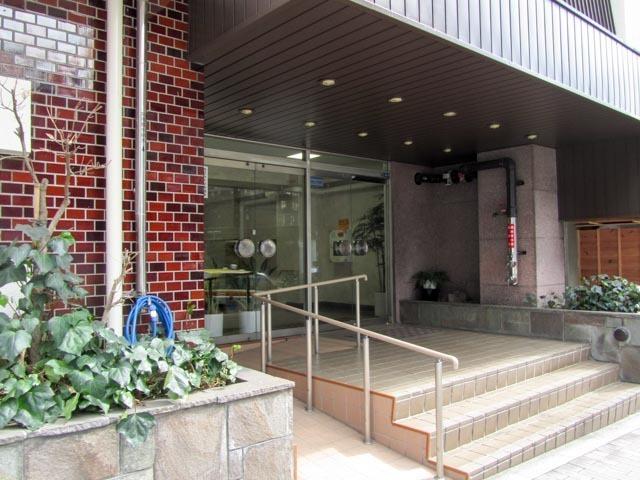 ニュー常磐松マンションのエントランス