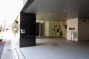 ザパークハウス新宿御苑西のエントランス