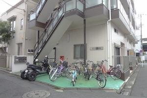 ローヤル綾瀬のエントランス