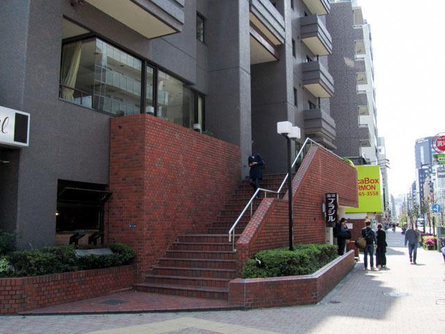 東建ニューハイツ西新宿のエントランス