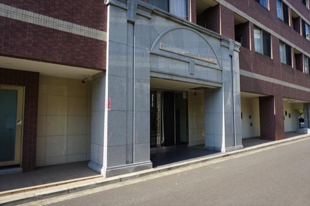 レグラス横浜西口のエントランス