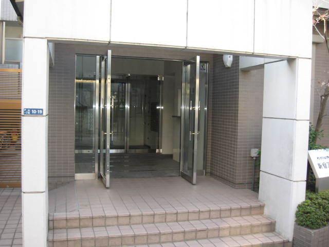 サンマンションアトレ新宿戸山のエントランス