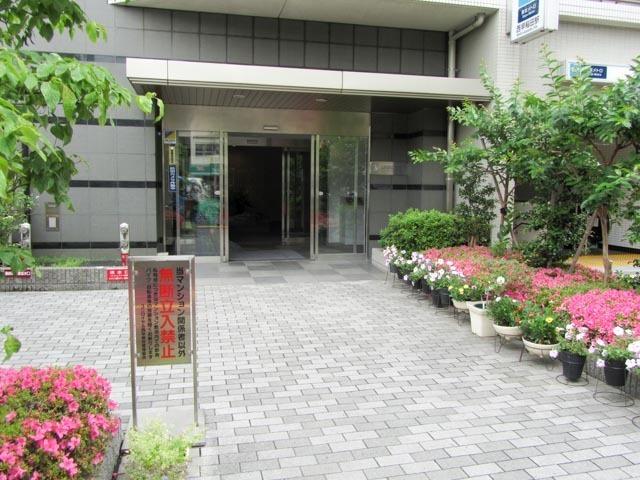 ユニロイヤル西早稲田のエントランス