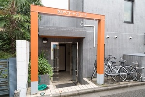 セルベコート高円寺のエントランス