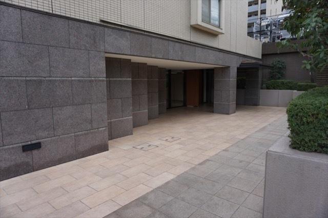 コスモヒルズ横浜ウエストのエントランス