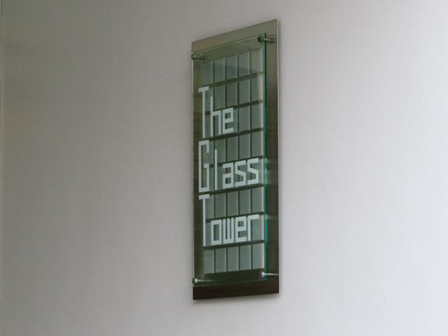 ザグラスタワーの看板