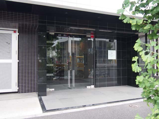 プレセダンヒルズ王子神谷駅前のエントランス