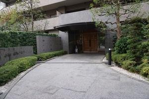 三田シティハウスのエントランス