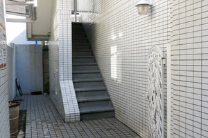 ノーブル渋谷本町のエントランス
