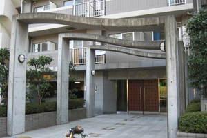 菱和パレス護国寺駅前のエントランス