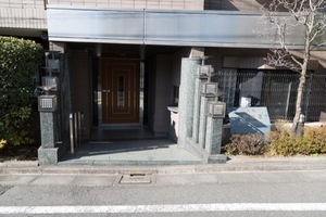 コスモ三軒茶屋のエントランス