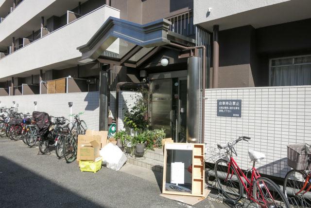 渋谷本町マンションのエントランス
