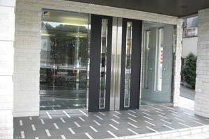 アヴァンツァーレ新宿ピアチェーレのエントランス