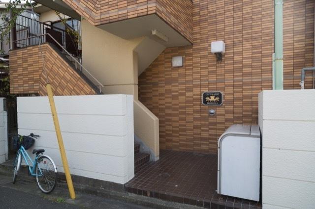 スカイコート駒沢のエントランス