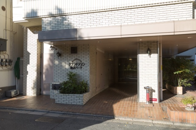グランドメゾン駒沢パークのエントランス
