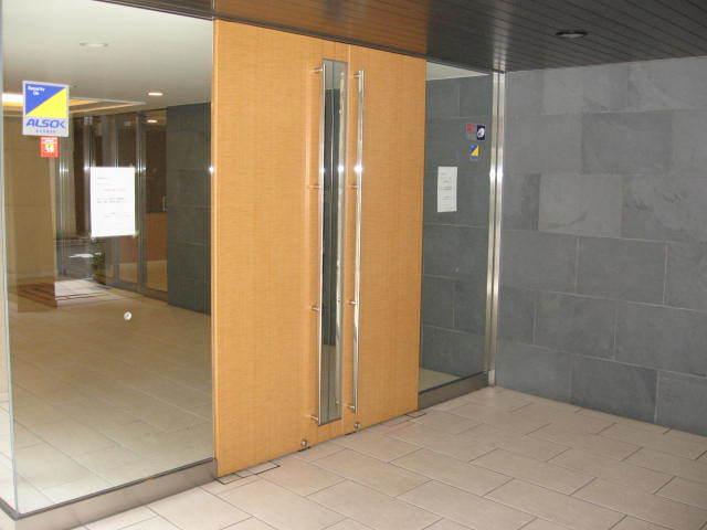 ファミール東銀座グランスイートタワーのエントランス