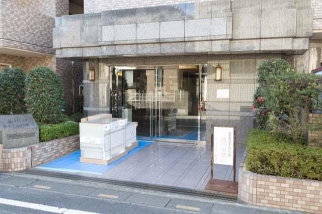 東川口第5サニーコートのエントランス