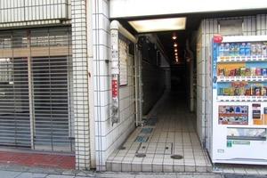 渋谷南平台久保ビルのエントランス