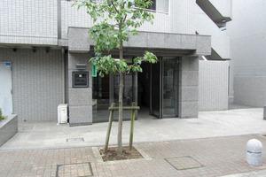 ルーブル新宿西落合6番館のエントランス