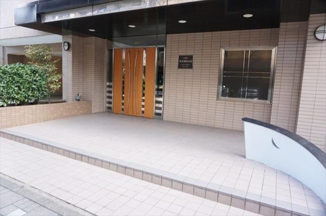 ルモン横浜蒔田公園のエントランス