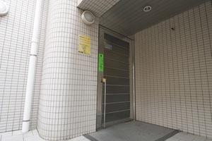 ラポール本蓮沼駅前のエントランス