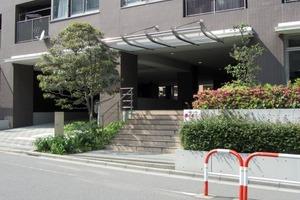 神楽坂ハイライズのエントランス